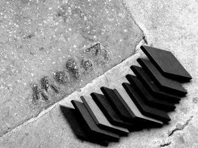 Mari Mahr: Two Walk in Paris 07